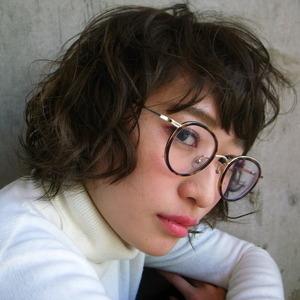 眼鏡に合うBESTバランスなヘアスタイルとは?