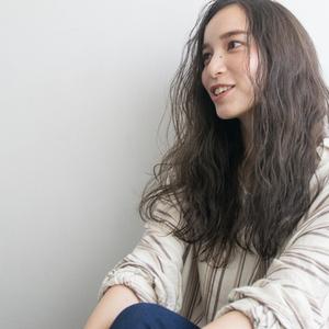 【動画あり】ロングヘアでパーマをかけた時の簡単スタイリング法をレクチャー☆