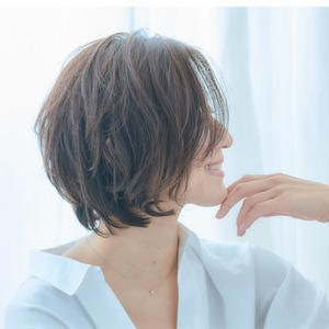 40代50代似合う髪型◎女性らしいフォルムの大人ショートボブ