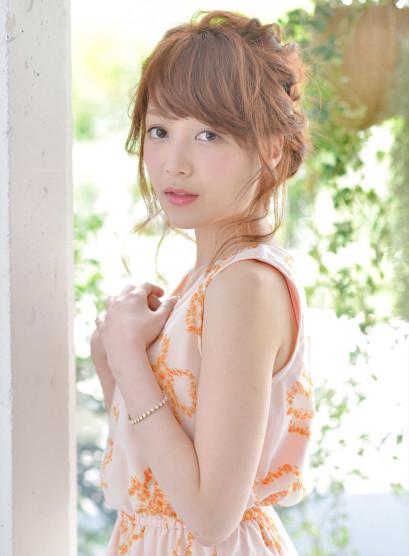 結婚式や二次会大人可愛い編み込みアレンジ(髪型ミディアム)