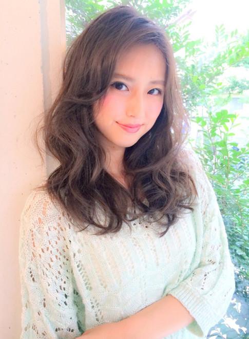familleショコラアッシュふわミディ(髪型ロング)
