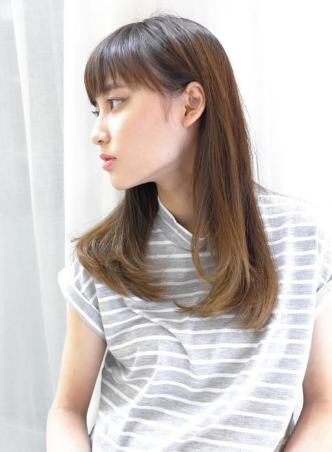 縮毛矯正で柔らかい艶のあるストレートヘア(髪型ロング)
