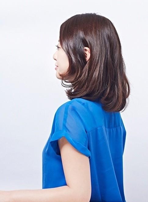 柔らかい動きのある大人のミディアム(髪型ミディアム)