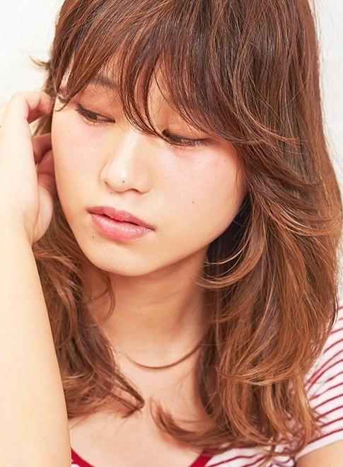 艶のグラデーションカラー大人スタイル(髪型ミディアム)