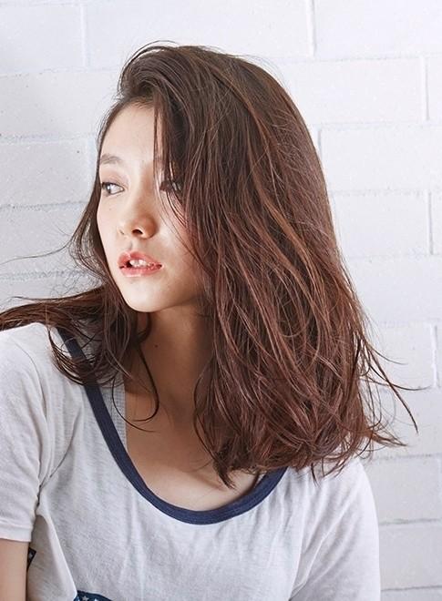 オトナのルーズパーマが人気(髪型ミディアム)