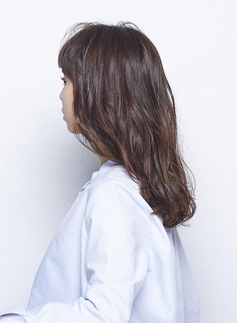 エアリーな質感のパーマスタイル(髪型ロング)