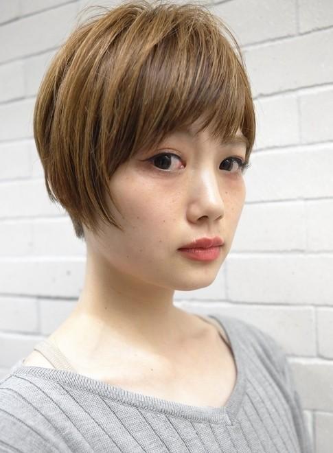 丸み・ボリューム感のある大人ショート(髪型ショートヘア)