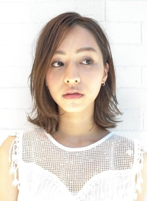 大人のカジュアルスタイル(髪型ミディアム)