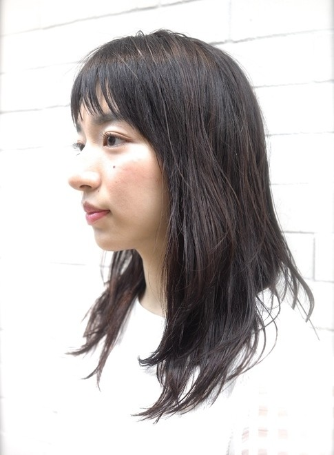 ナチュラルストレートで可愛くキマる髪型(髪型ミディアム)