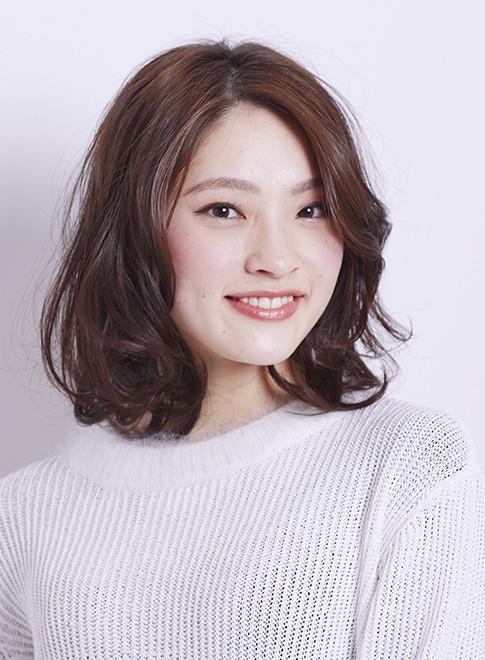 大人のふんわりワンカールスタイル(髪型ミディアム)