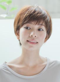 大人女性のコンパクトショートスタイル(髪型ショートヘア)