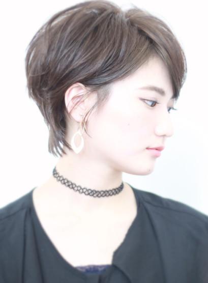 ★大人シルエット耳かけショートヘア(髪型ベリーショート)