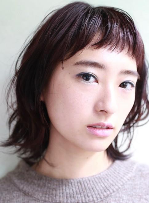 ハネウルフ×ショートバング(髪型ミディアム)