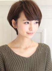 黒髪でも可愛い大人耳かけスタイル(髪型ショートヘア)