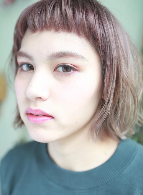 ハイトーンラフミディ×ショートバング(髪型ミディアム)
