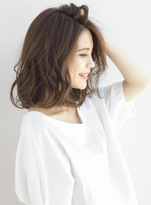 大人カジュアルなミディアムウェーブ(髪型ミディアム)