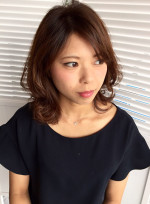 外ハネミディー(髪型ミディアム)