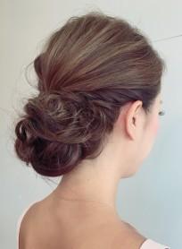 シンプルなウェディングアップスタイル(髪型ロング)