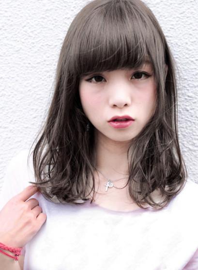 クォーターブリーチ + ホワイトブラウン(髪型セミロング)