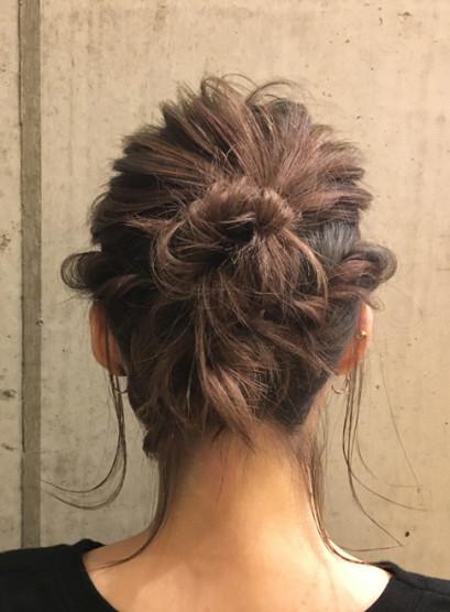 切りっぱなしボブのシニヨンスタイル(髪型ボブ)