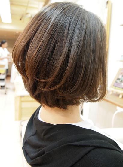セットが簡単な後頭部の丸みがきれいなボブ(髪型ボブ)