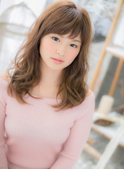 小顔ミディ x 無造作ウェーブ(髪型セミロング)