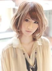 ナチュラルカールミディ(髪型ミディアム)