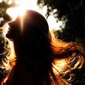 直毛とくせ毛の違いって?髪のハネ・うねりの対処法を伝授!