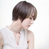 【50代白髪】若見えの秘訣!黒髪の明るさとメラニンの色の関係性