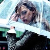 広がり、パサつき、うねりとはサヨウナラ!雨の日に髪がまとまらない原因と対処法