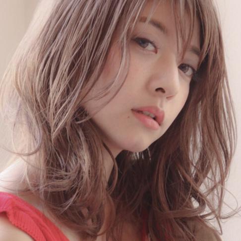 """魅力いっぱい♡2019春夏はふわっと軽やかな""""ミディアムレイヤー""""にしてみない?"""