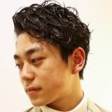 【アップバングが流行中!】デキる男を演出できるメンズヘア特集