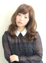 ゆる巻きパーマが可愛いロングスタイル(髪型セミロング)