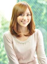 フェミニンセミディ(髪型ミディアム)
