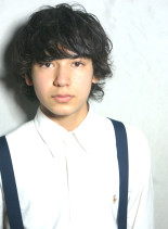 外国人風くせ毛ミディアム(髪型メンズ)