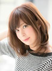 ひし形シルエット小顔ワンカールミディアム(髪型ミディアム)