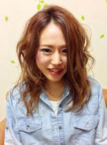 LA風ルーズウェーブ(髪型セミロング)