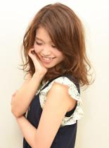 ふわふわミディアムパーマ(髪型セミロング)