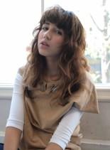 外国人風ロングパーマスタイル(髪型ロング)