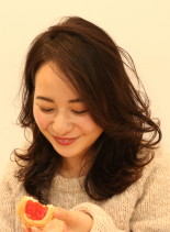 前髪長めのレイヤースタイル(髪型ミディアム)