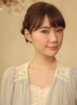 シンプルシニヨンをかわいらしくスタイル(髪型ミディアム)
