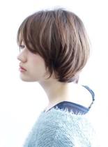 自然な丸みのある美シルエットショートヘア(髪型ボブ)