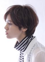 横顔美人な大人のショートスタイル(髪型ショートヘア)
