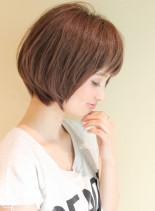 大人女子・シルエットが綺麗なショートボブ(髪型ボブ)