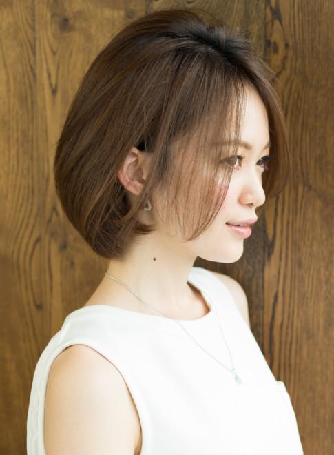 【大人女性の小顔のポイントは頬骨カバー】(髪型ショートヘア