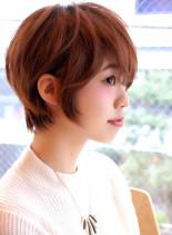 大人女子・耳かけカジュアルショート(髪型ショートヘア)