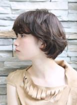 風を感じるエアリーな毛先のボブショート(髪型ショートヘア)
