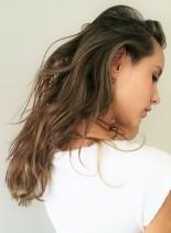 外国人風ハイライトカラー(髪型ロング)