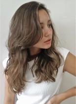 外国人ヘルシーハイライトカラー(髪型ロング)