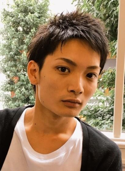 黒髪でもカッコ良く決めるベリーショート(髪型メンズ)